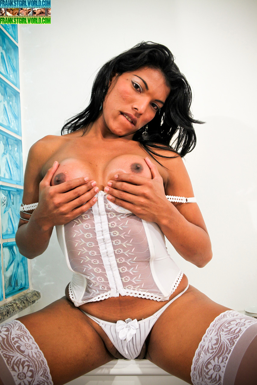 19yo Vanessa Is A Titillating Dark Skinned Babe From Sao Paulo