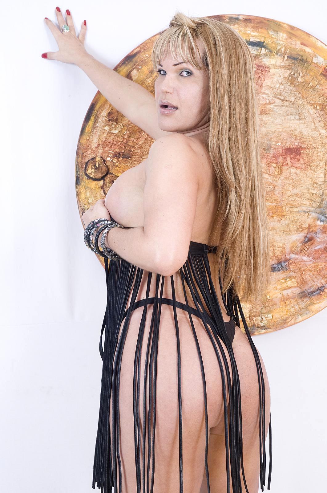 Attractive Ladyboy Valeria Reis Wanking Her Bald Raw Penis Unt