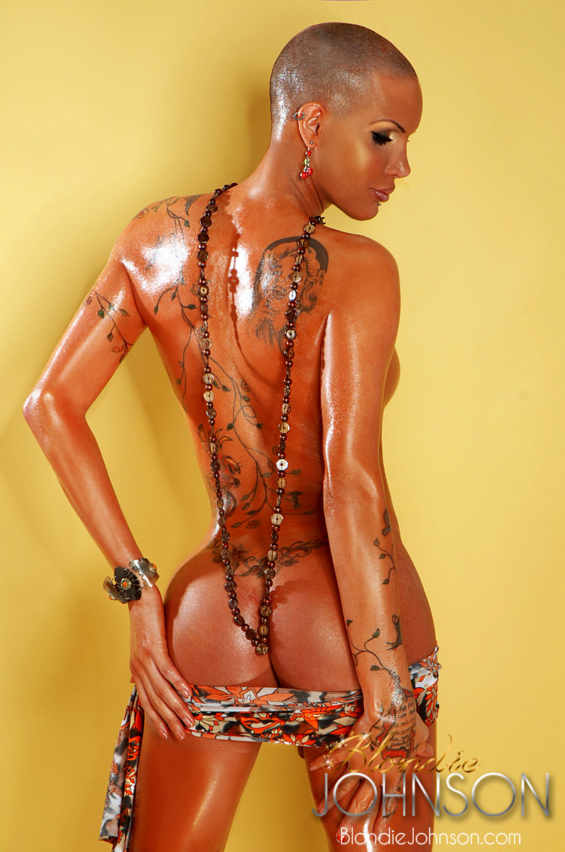 Bald Ladyboy Hottie Blondie Johnson Has An Awesome Massive Curve
