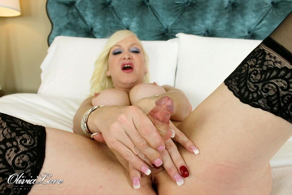 Blonde Hottie Olivia Wanking