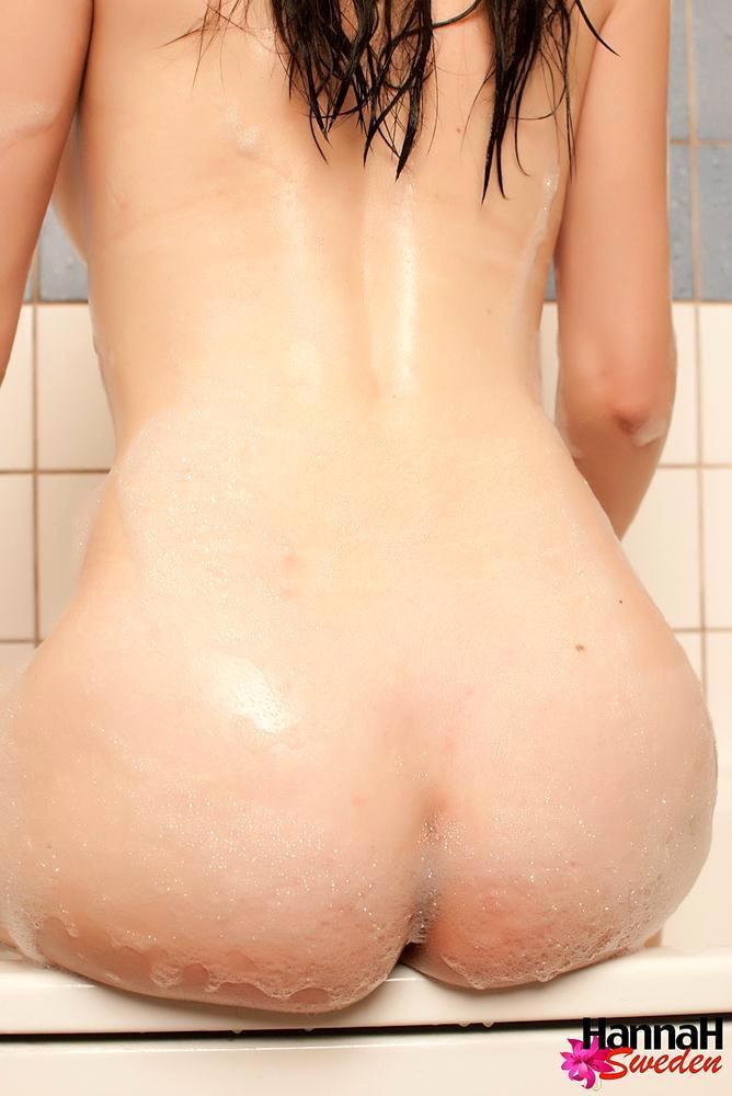 Brunette Ladyboy Naked In The Bathtub