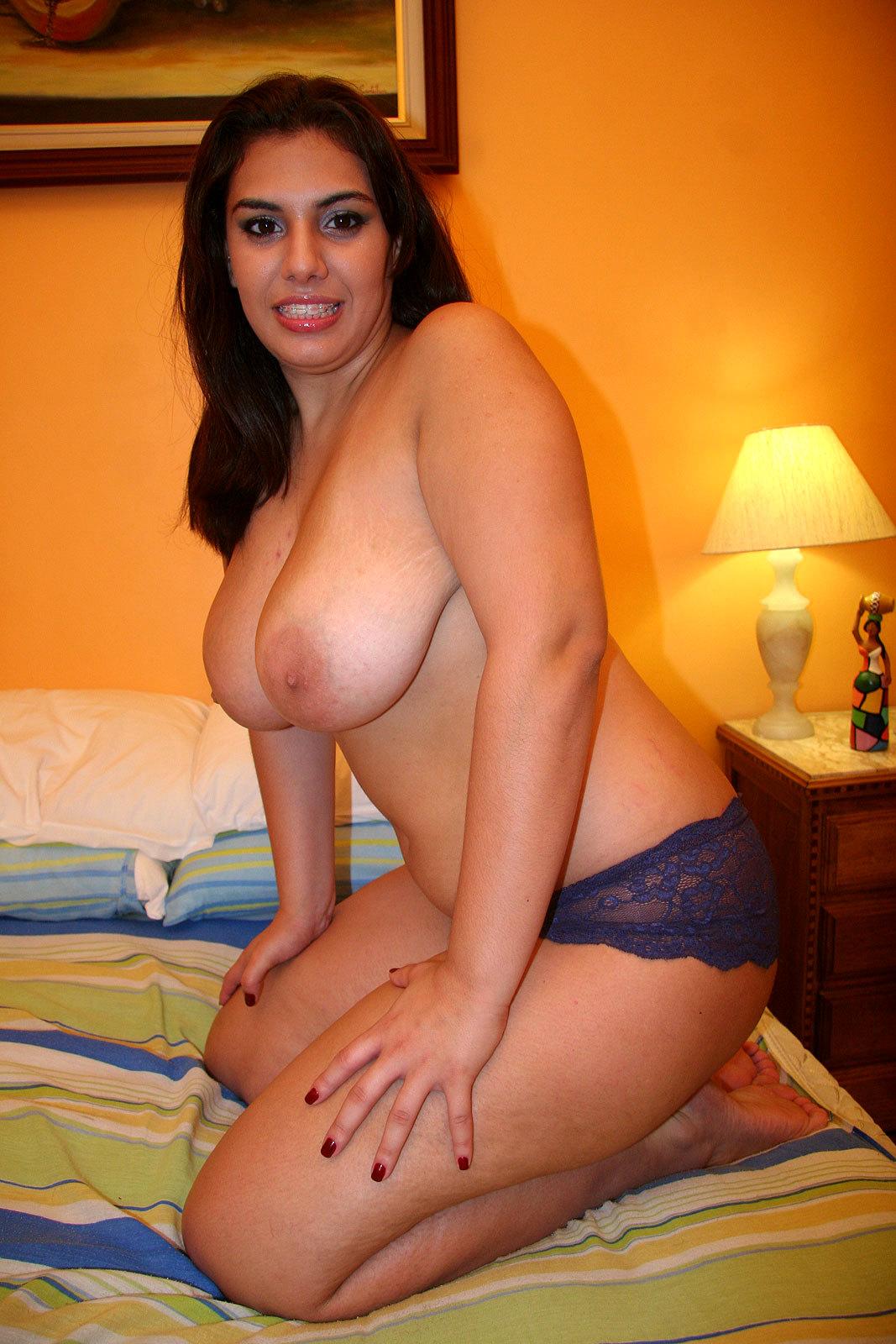 Ebony Transexual Thayssa Raika Destroys Busty Latina Babe