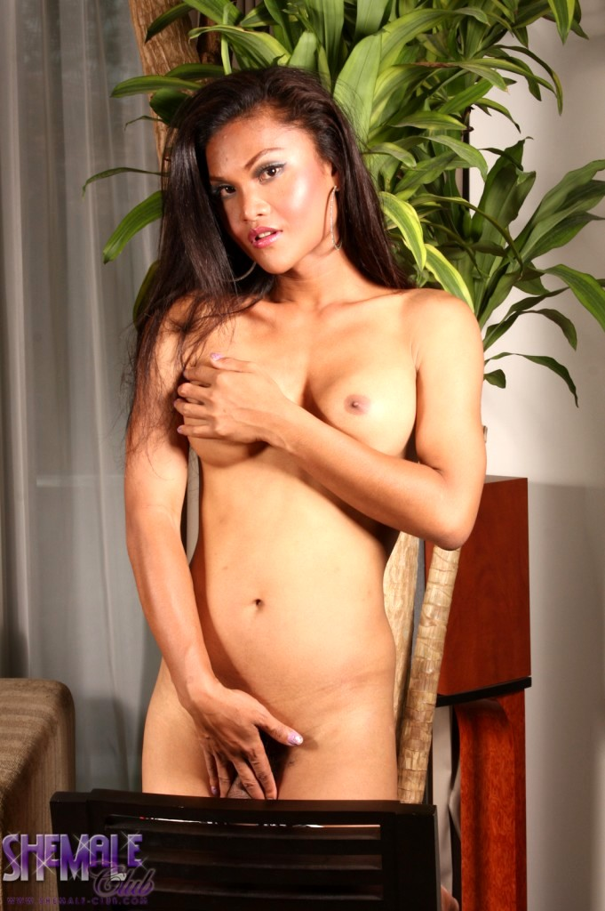 Exotic TS Ming Posing Her Rock Raw Dick