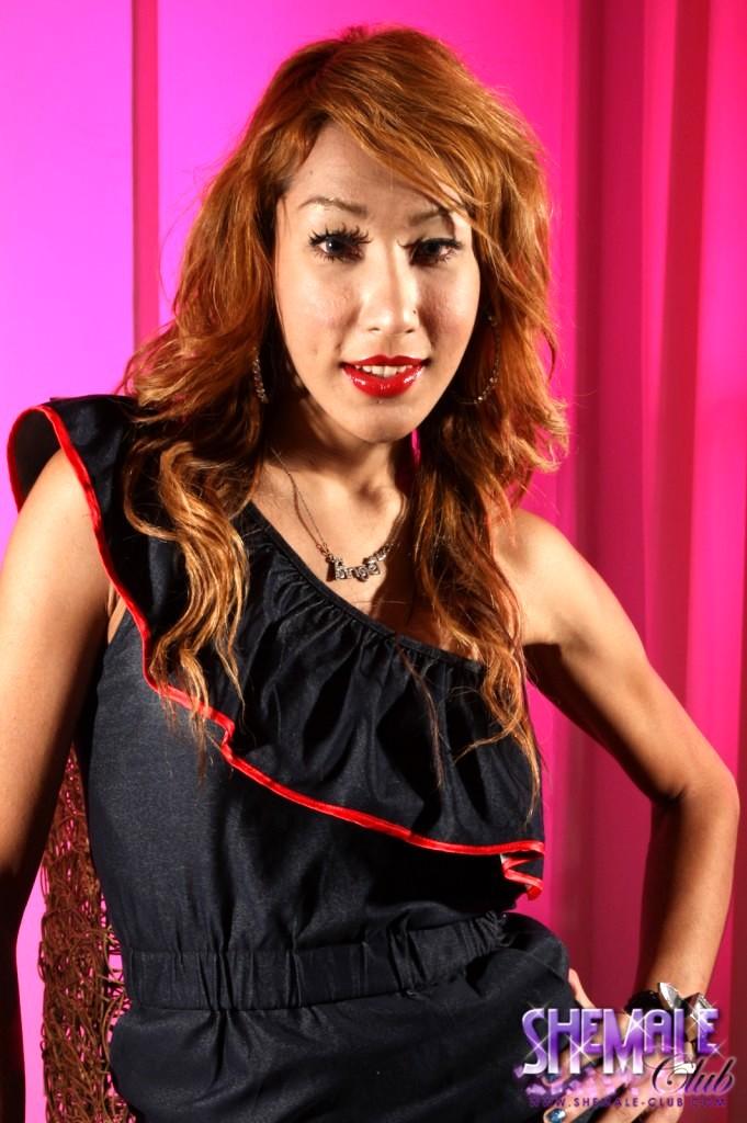 Exotical Hottie Kwang Posing Her Titillating Body