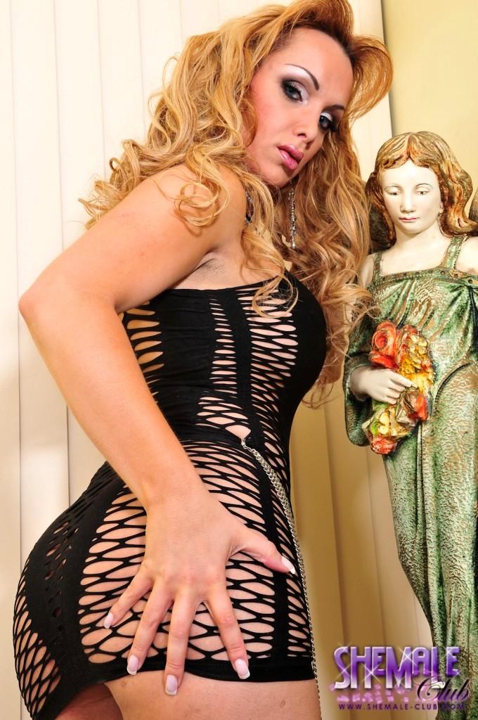 Gorgeous T-Girl Camily Posing In A Flirtatious Skirt