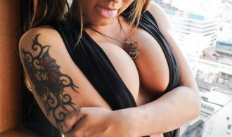Newhalf Babe With A Massive Penis
