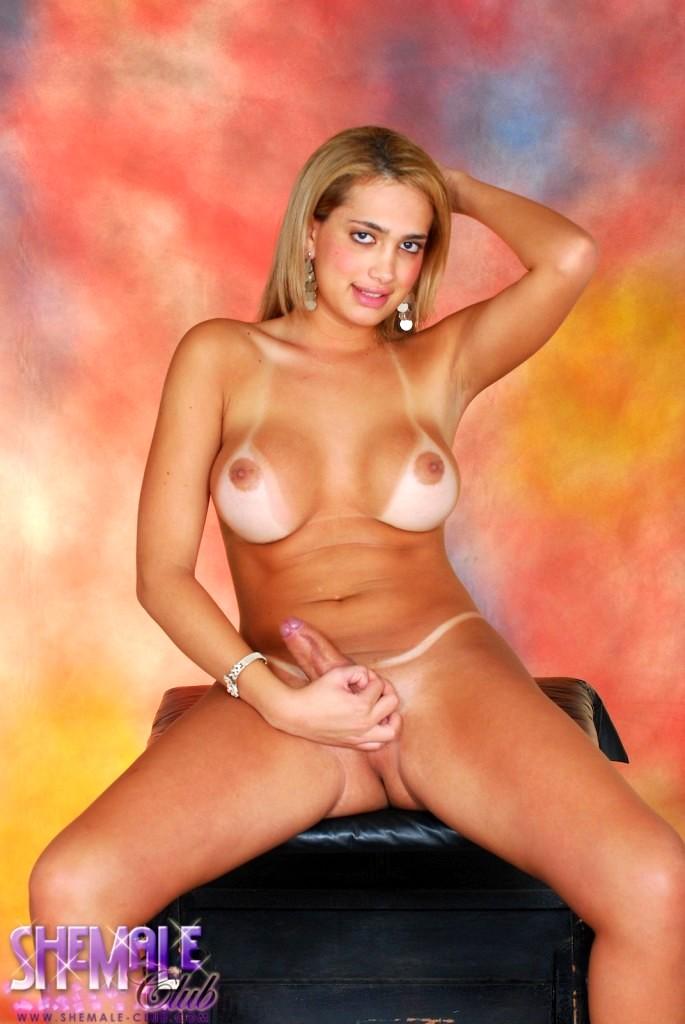 Nice Transsexual Posing In Spicy Black Miniskirt