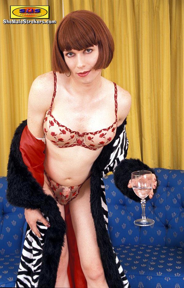 Provocative Kinky TS Tara Emory Plays With Her 8 COCK!