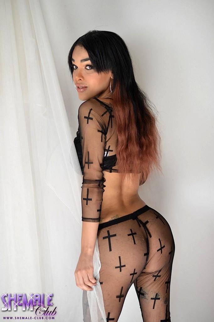Seductive Adriana Strips And Plays