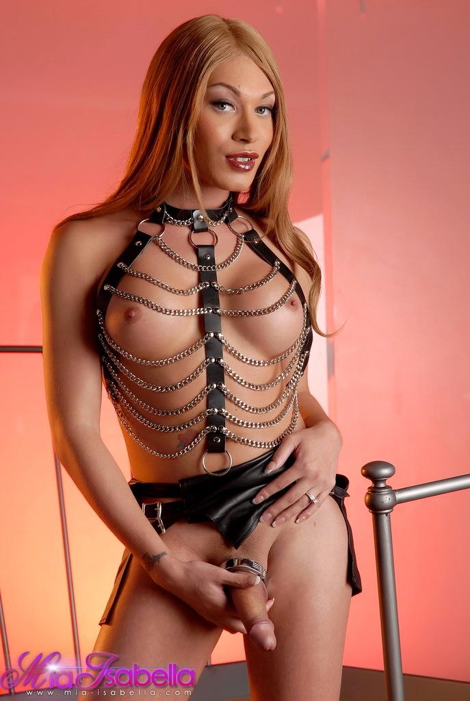 Super Inviting Mia Isabella Posing As A Kinky Mistress