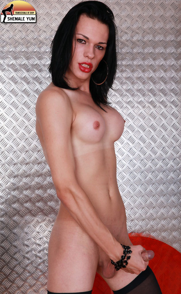 Tall Skinny Shemale From The UK With Wonderful Dark Eyes!