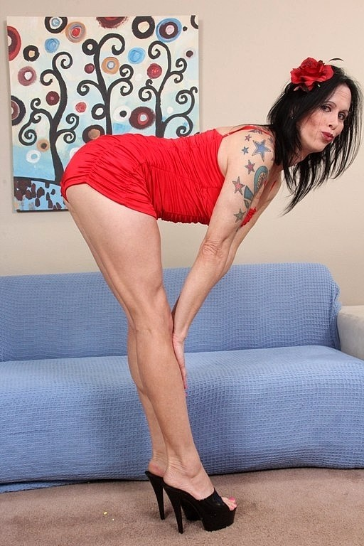 Tall Voluptuous MILF Nadia Gurl Is A Attractive TS That Meets Chris