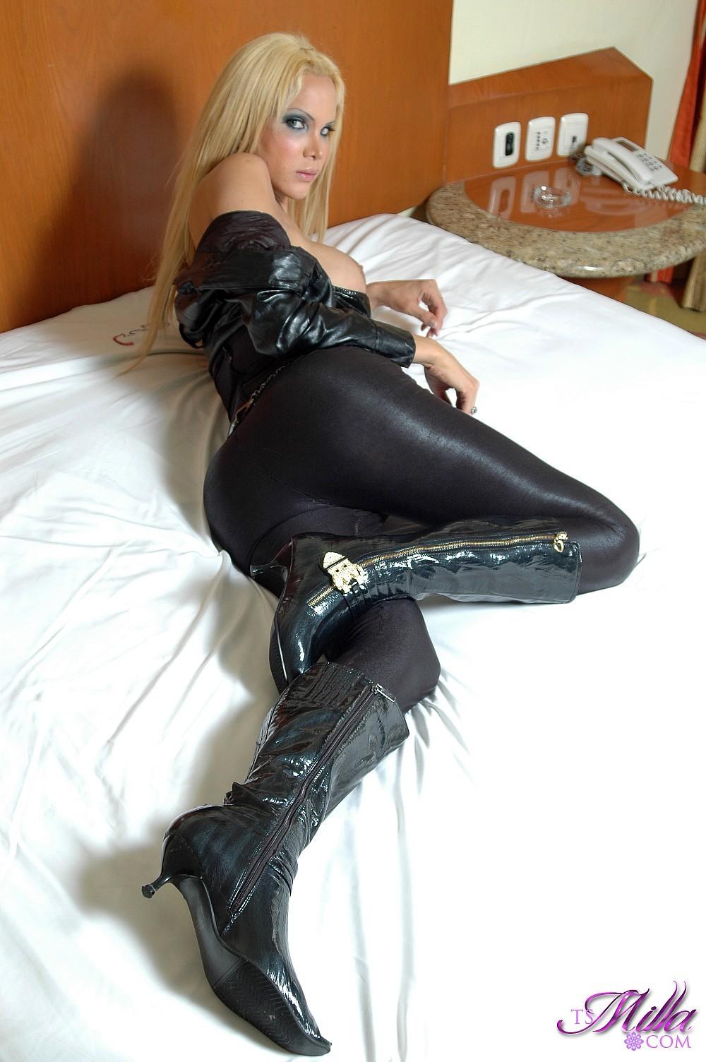 Tgirl Milla Viasotti Lovely In Black Leather