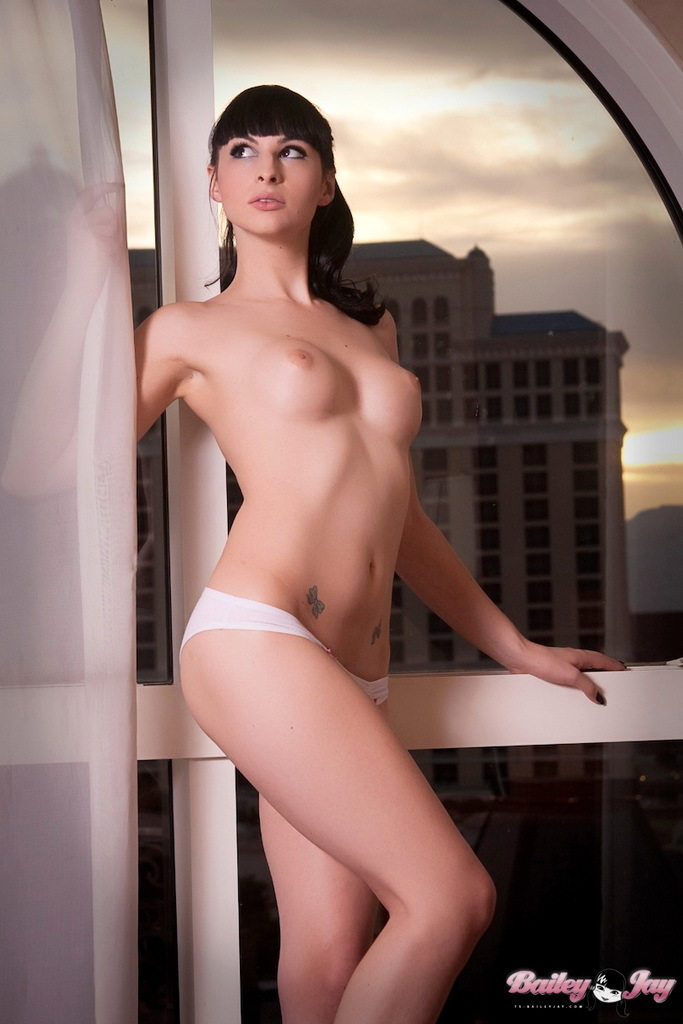 Unbelievably Voluptuous Femboy Posing Her Splendid Fit Body