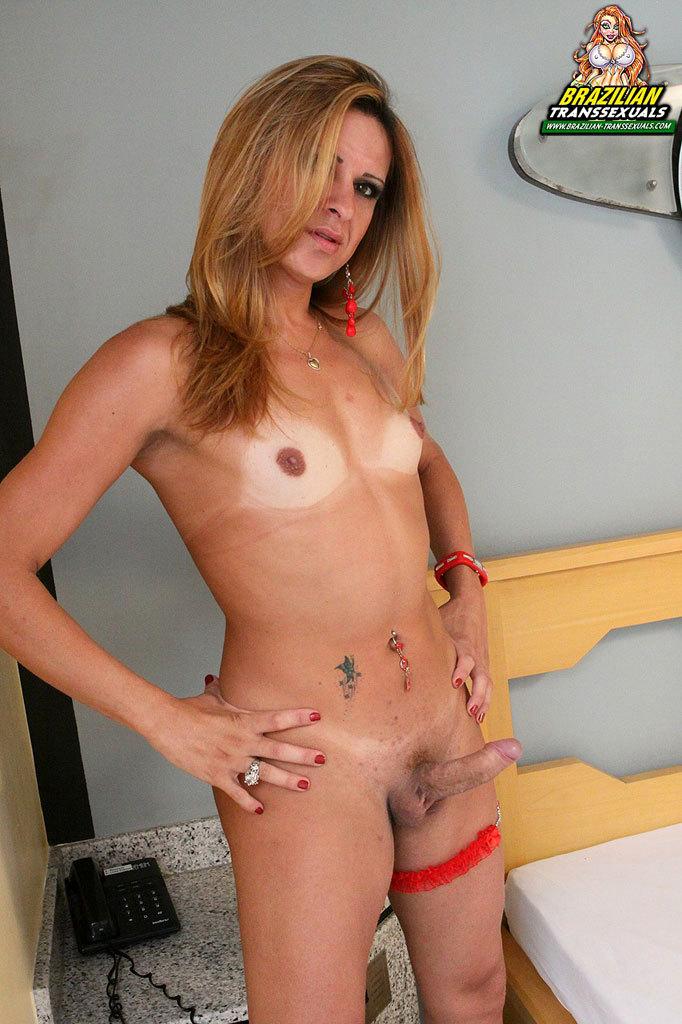 Yummy Brazilian Babe Destroys Her Bum With Toy!