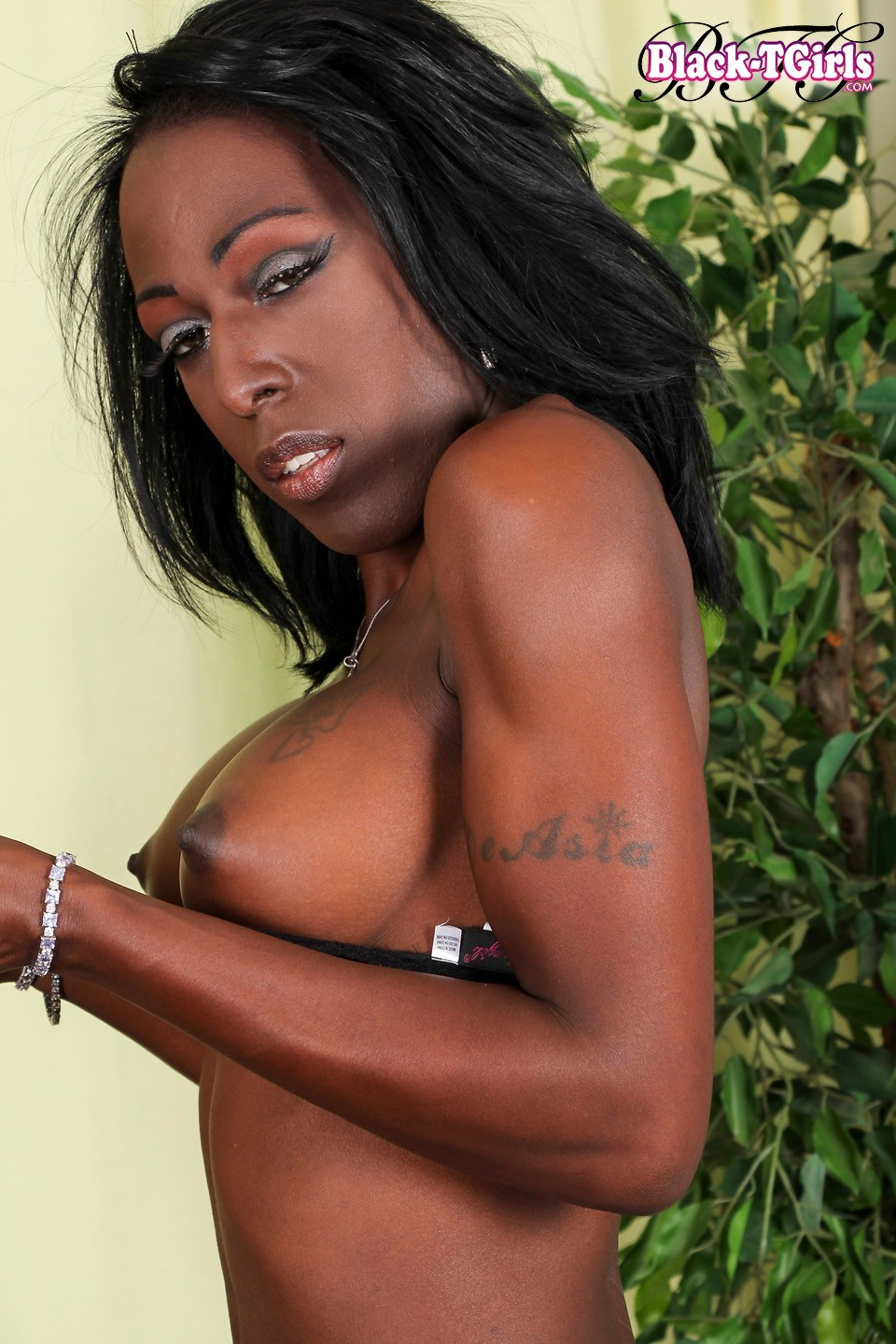 Diamond D Is A Gorgeous Newcomer With A Provoking Well Toned Body